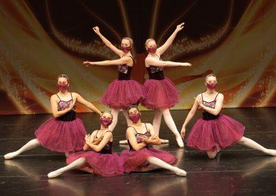 ballet pointe dance group senior